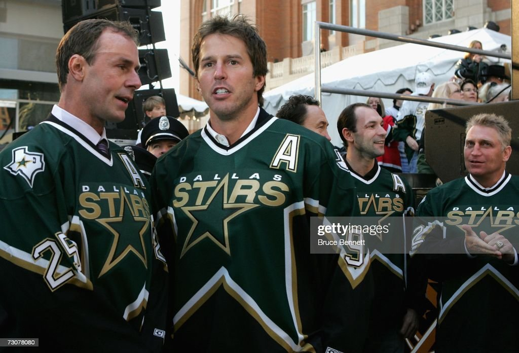 mike-modano-and-joe-nieuwendyk-of-the-19