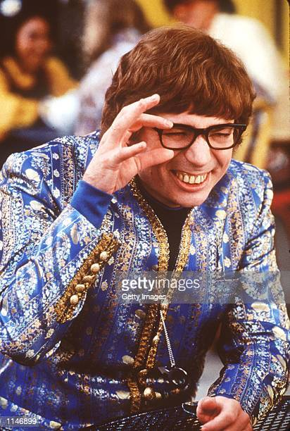 Mike Myers stars in Austin Powers The Spy Who Shagged Me Photo New Line Cinema