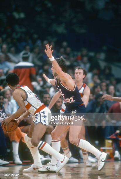Mike Newlin of the New York Knicks closely guards John Lucas of the Washington Bullets during an NBA basketball game circa 1981 at the Capital Centre...