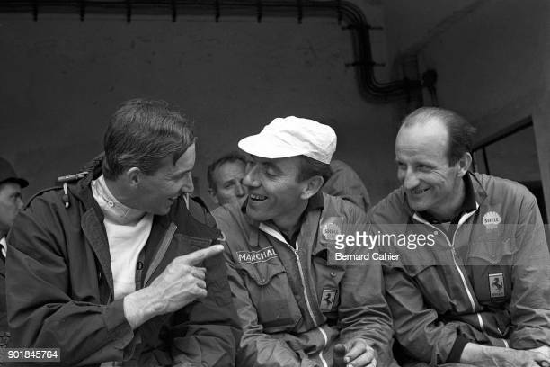 Mike Parkes, 1000 Km of Monza, Autodromo Nazionale Monza, 25 April 1965. Mike Parkes joking with the Ferrari mechanics.