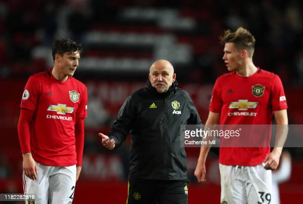 Mike Phelan, Assistant Manager of Manchester United speaks with Victor Lindelöf of Manchester United and Scott McTominay of Manchester United at the...