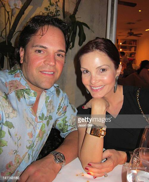 Mike Piazza and Alicia Piazza pose circa January 2012 in New York City