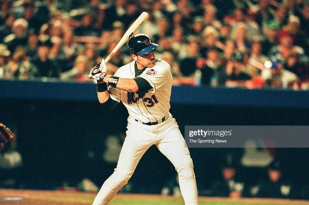 World Series - New York Yankess v New York Mets - Game Three : News Photo