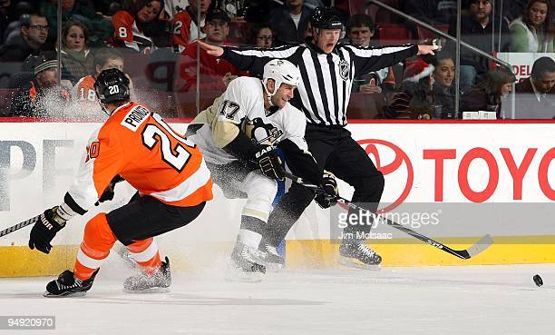 Mike Rupp of the Pittsburgh Penguins skates against the Philadelphia Flyers on December 17 2009 at Wachovia Center in Philadelphia Pennsylvania The...