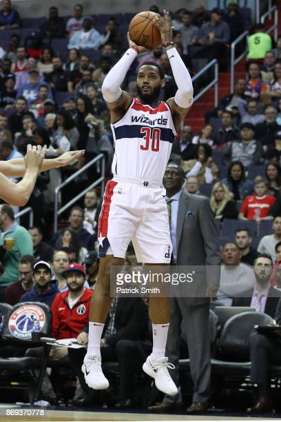 Mike Scott of the Washington Wizards in action Phoenix Suns during the first half at Capital One Arena on November 01 2017 in Washington DC NOTE TO...