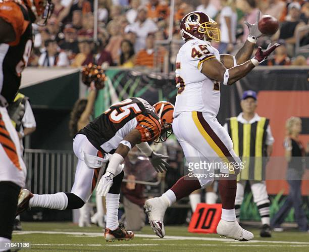 Mike Sellers of the Washington Redskins makes a catch in front of Keiwan Ratliff of the Cincinnati Bengals on August 13, 2006 during a pre season...