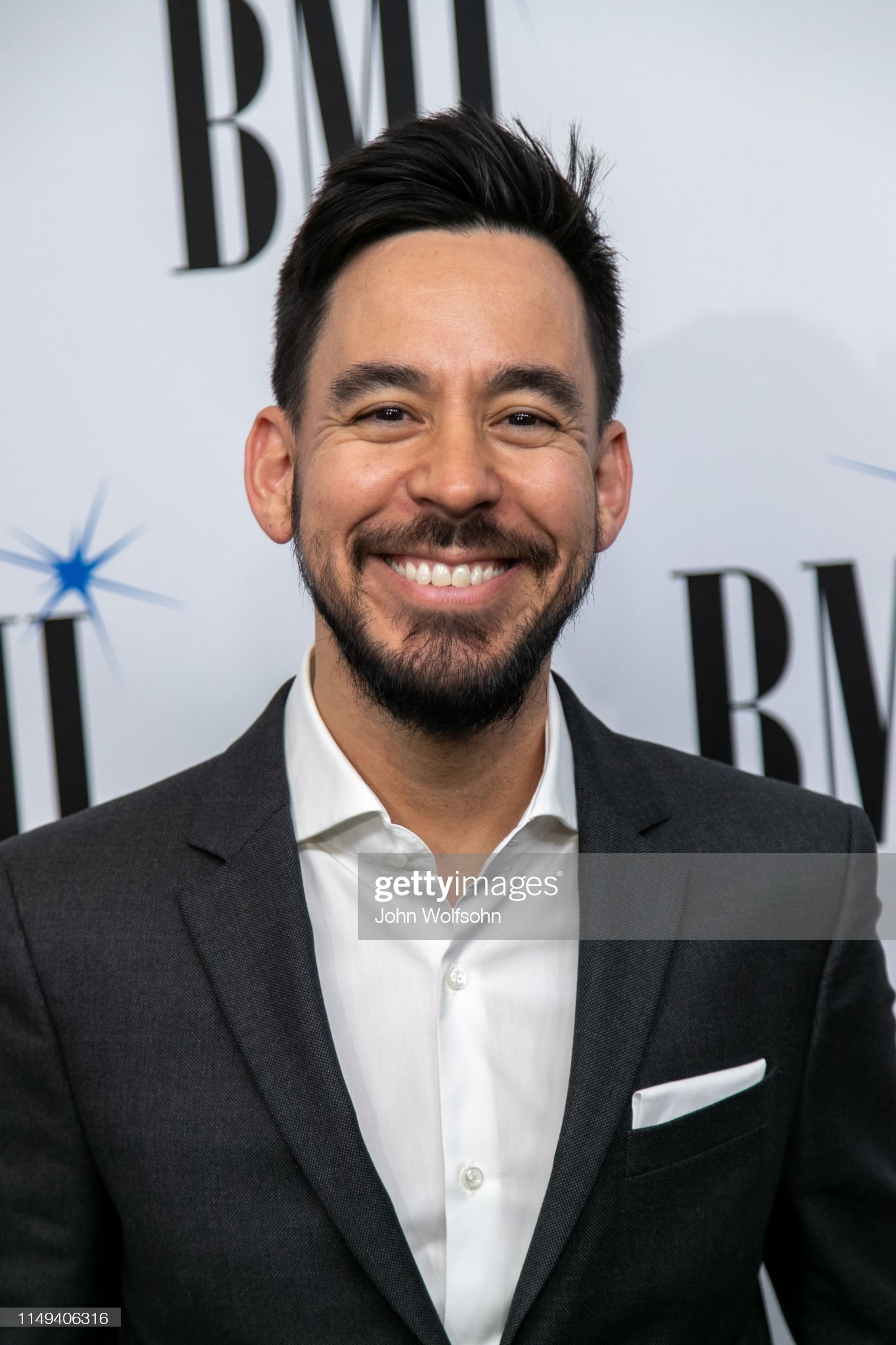 ¿Cuánto mide Mike Shinoda? - Altura - Real height Mike-shinoda-attend-the-35th-annual-bmi-film-tv-visual-media-awards-picture-id1149406316?s=2048x2048