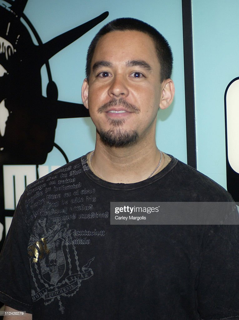 "Kellie Pickler and Mike Shinoda Visit MTV's ""TRL"" - May 1, 2006"