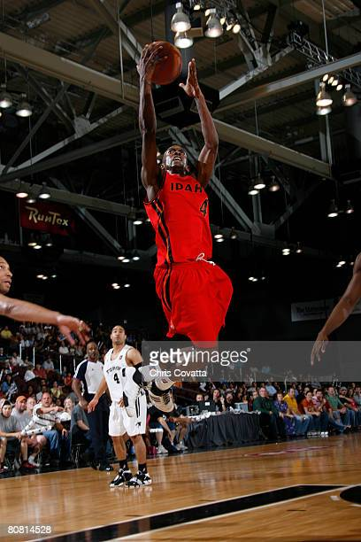 Mike Taylor of the Idaho Stampede shoots against the Austin Toros at the Austin Convention Center April 21 2008 in Austin Texas NOTE TO USER User...