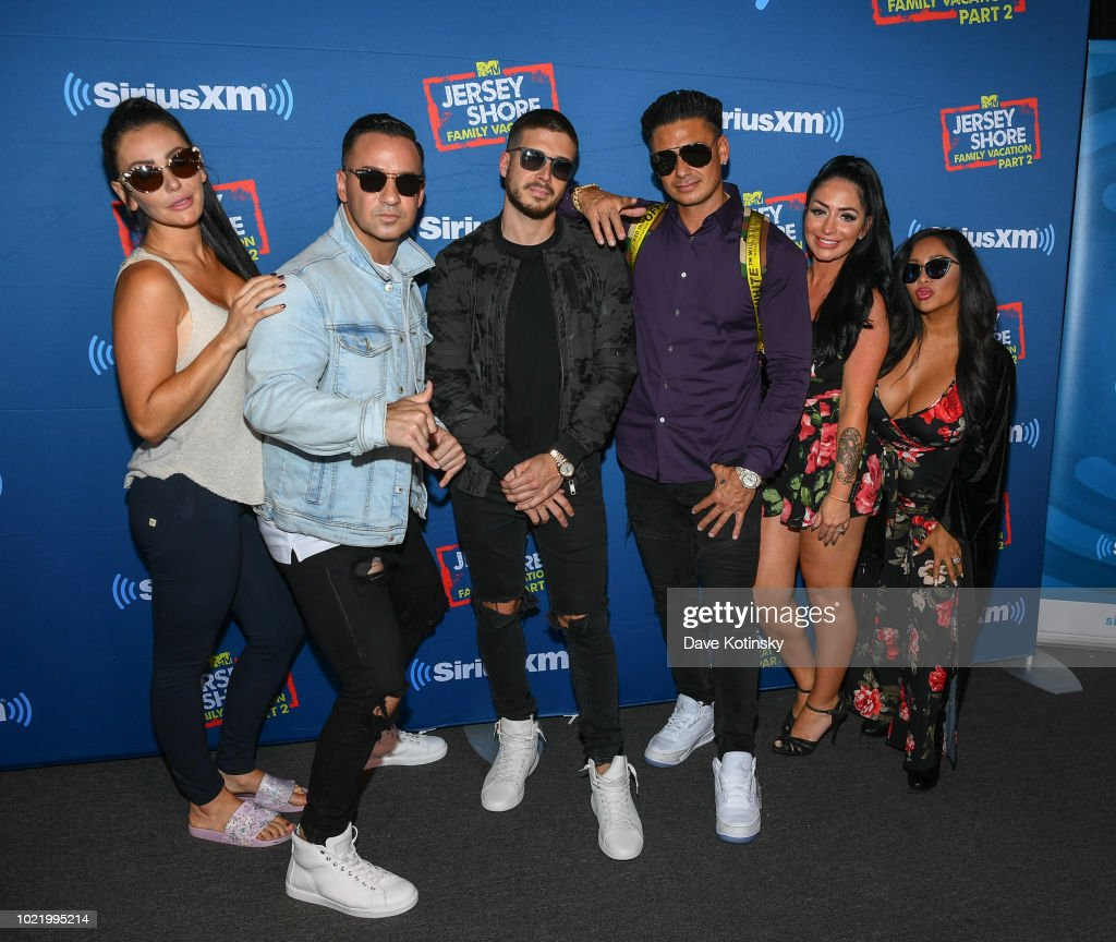 Jenny McCarthy's 'Inner Circle' Series On Her SiriusXM Show 'The Jenny McCarthy Show' With The Cast Of MTV's Jersey Shore Family Reunion Part 2 : ニュース写真