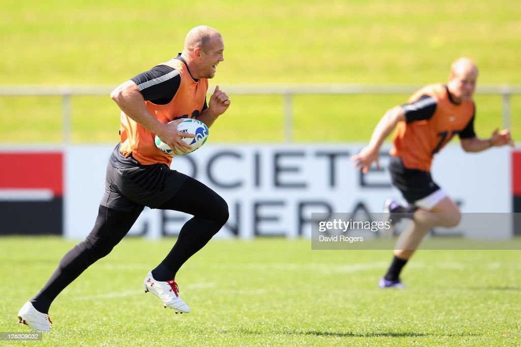 Mike Tindall of England runs with the ball during an England IRB Rugby World Cup 2011 Captain's Run at Onewa Domain on October 7, 2011 in Takapuna, New Zealand.