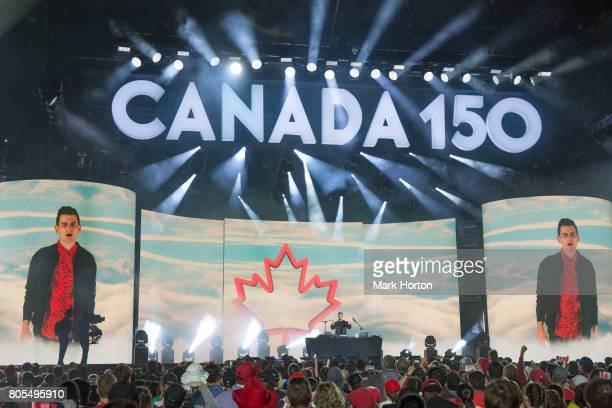 Mike Tompkins performs during Canada Day celebrations at Parliament Hill on July 1 2017 in Ottawa Canada