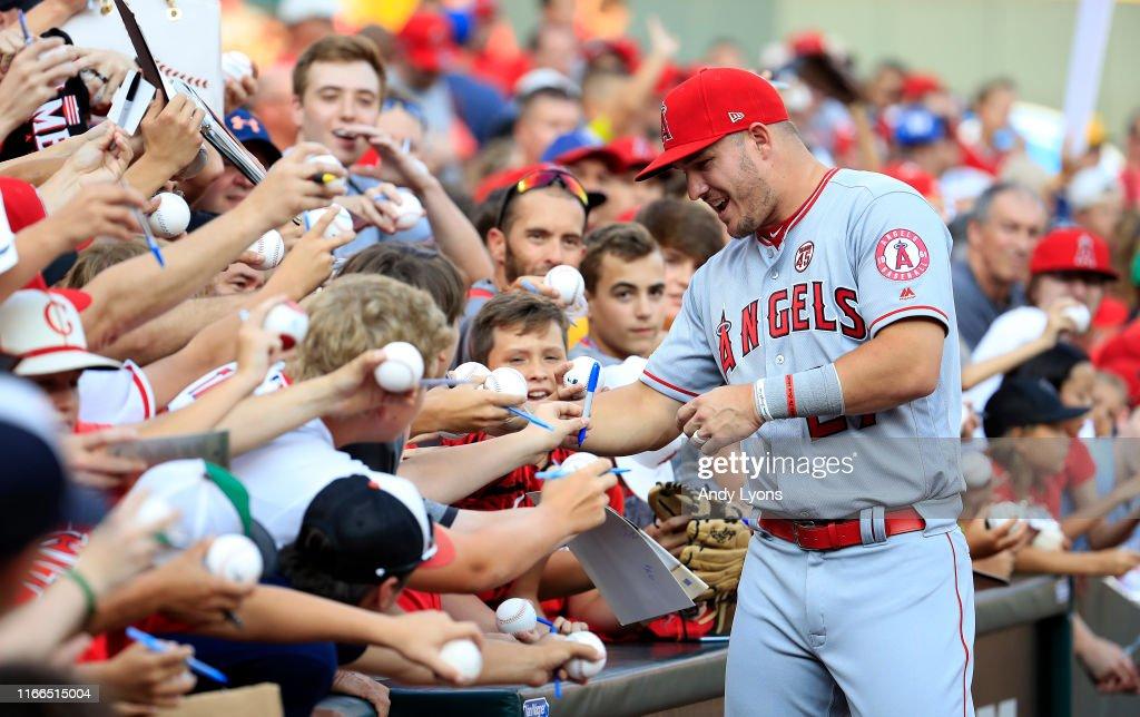 Los Angeles Angels of Anaheim v Cincinnati Reds : News Photo