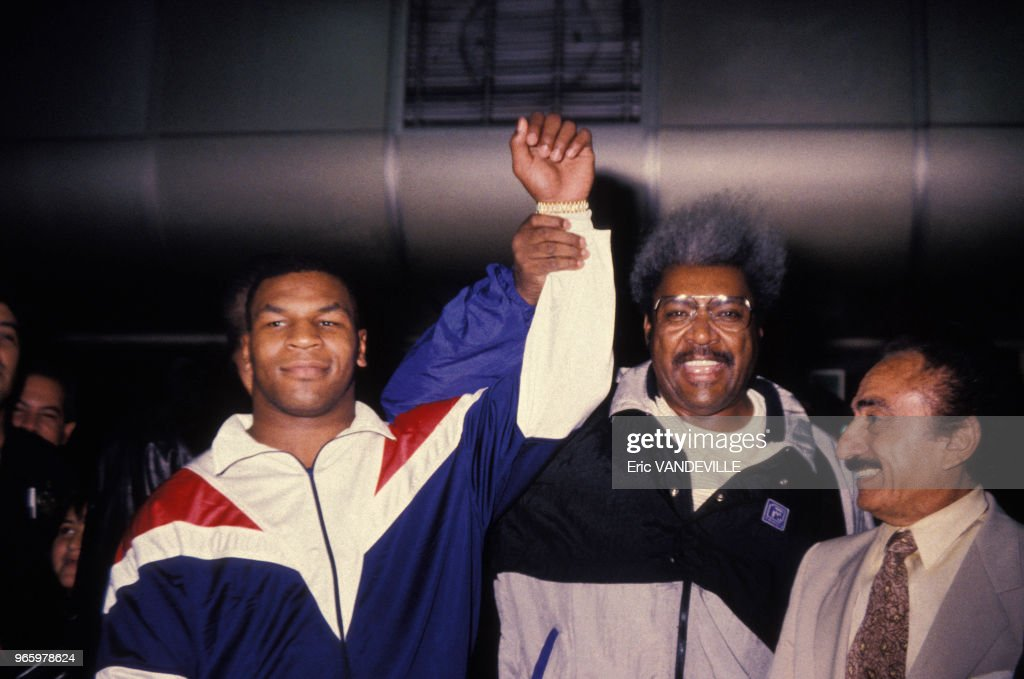 Mike Tyson et Don King à Caracas en 1988 : News Photo