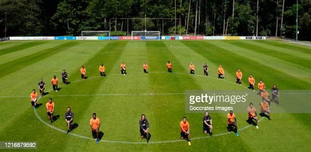 Mike van de Meulenhof of PSV, Cody Gakpo of PSV, assistant trainer Adil Ramzi of PSV, Denzel Dumfries of PSV, coach Ernest Faber of PSV, Ibrahim...