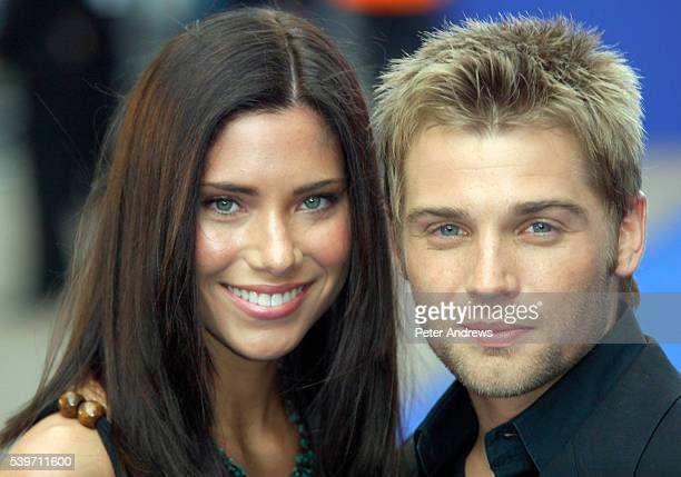 Mike Vogel and partener Courtney arrive at the UK Premiere of Poseidon at The Empire Leicester Square