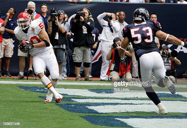Mike Vrabel of the Kansas City Chiefs scores on a pass in the first quarter as he gets behind linebacker David Nixon of the Houston Texans at Reliant...