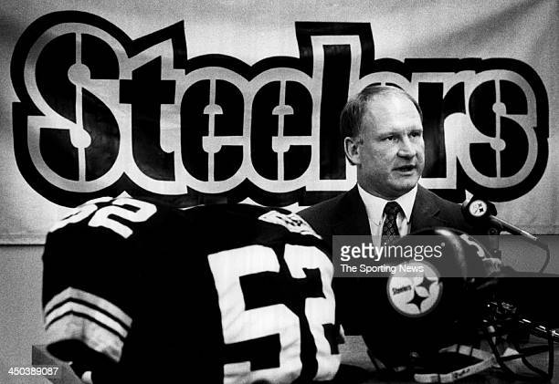 Mike Webster of Pittsburgh Steelers announces his retirement from the Steelers at a press conference on February 23 1989 in Pittsburgh Pennsylvania...