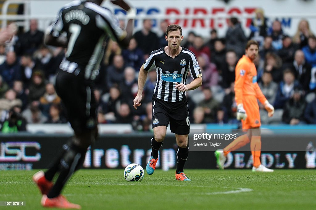 Mike Williamson (C) of Newcastle runs with the ball during the Barclays Premier League match between Newcastle United and Arsenal at St.James' Park on March 21, 2015, in Newcastle upon Tyne, England.