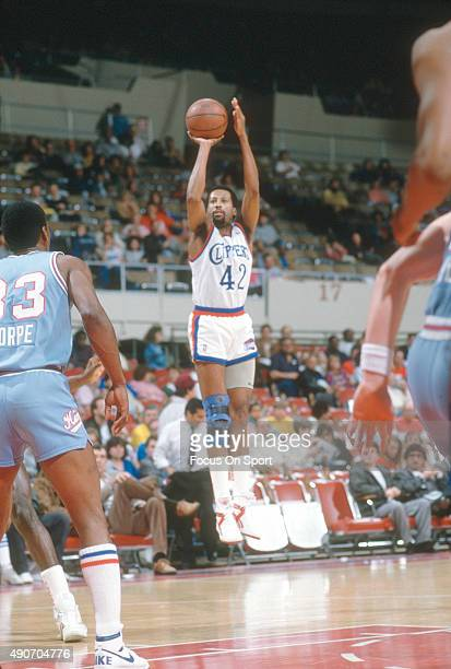 Mike Woodson of the Los Angeles Clippers shoots against the Sacramento Kings during an NBA basketball game circa 1988 at the Los Angeles Memorial...