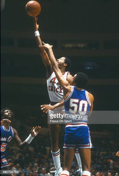 Mike Woodson of the New York Knicks shoots over Joe Meriweather of the Kansas City Kings during an NBA basketball game circa 1980 at Madison Square...