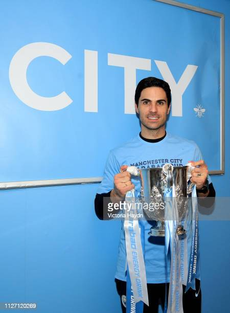 Mikel Arteta Assistant Coach of Manchester City poses with the trophy after winning the Carabao Cup Final between Chelsea and Manchester City at...