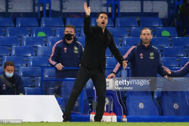 Mikel Arteta, Manager of Arsenal gives his team instructions during the Premier League match between Chelsea and Arsenal at Stamford Bridge on May...