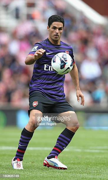 Mikel Arteta of Arsenal controls the ball during the Barclays Premier League match between Stoke City and Arsenal at the Britannia Stadium on August...