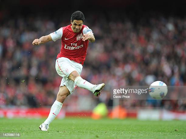 Mikel Arteta of Arsenal scores during the Barclays Premier League match between Arsenal and Manchester City at Emirates Stadium on April 8 2012 in...
