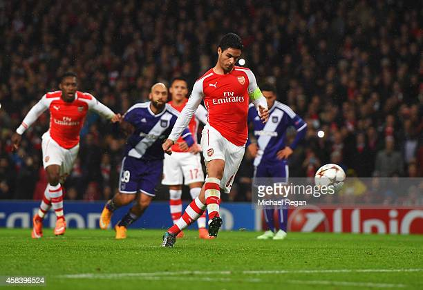 Mikel Arteta of Arsenal scores their first goal from the penalty spot during the UEFA Champions League Group D match between Arsenal FC and RSC...