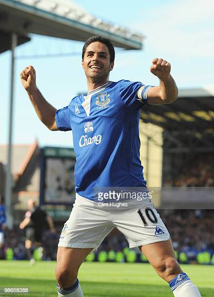 Mikel Arteta of Everton celebrates after scoring the winning goal from the penalty spot during the Barclays Premier League match between Everton and...