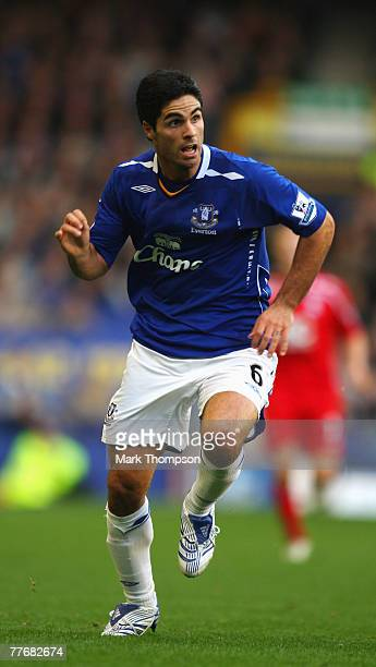 Mikel Arteta of Everton during the Barclays Premier League match between Everton and Birmingham City at Goodison Park on November 3 2007 in Liverpool...