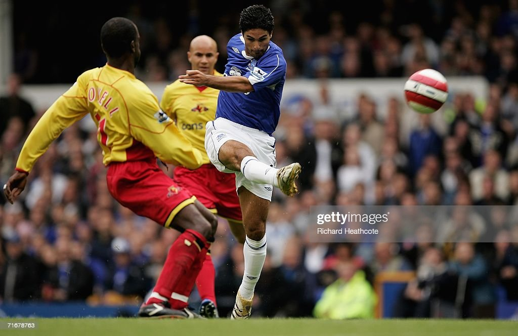 Mikel Arteta of Everton hits the bar with a fierce shot during the Barclays Premiership match between Everton and Watford at Goodison Park on August 19, 2006 in Liverpool, England.