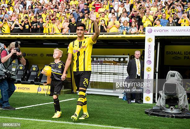 Mikel Merino of Borussia Dortmund waves during the season opening and public training session on August 13 2016 in Dortmund Germany Borussia Dortmunds
