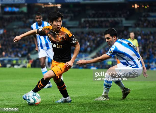 Mikel Merino of Real Sociedad duels for the ball with Lee KangIn of Valencia CF during the Liga match between Real Sociedad and Valencia CF at...