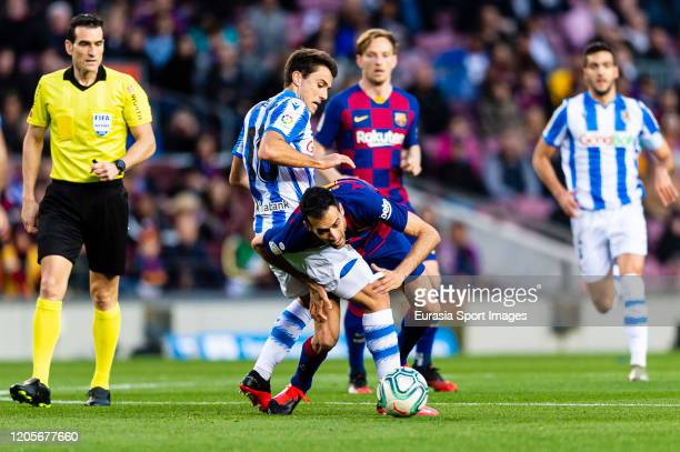 Mikel Oyarzabal of Real Sociedad battles for the ball with Sergio Busquets of FC Barcelona during the Liga match between FC Barcelona and Real...