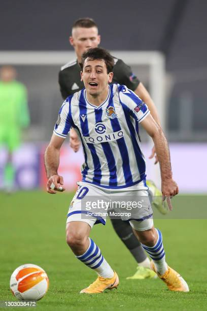 Mikel Oyarzabal of Real Sociedad breaks with the ball as Scott McTominay of Manchester United looks on during the UEFA Europa League Round of 32...