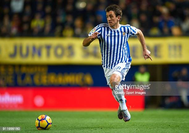 Mikel Oyarzabal of Real Sociedad runs with the ball during the La Liga match between Villarreal and Real Sociedad at Estadio de La Ceramica on...