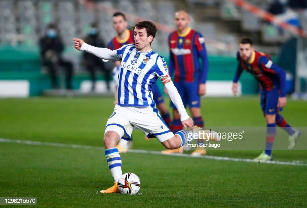 Mikel Oyarzabal of Real Sociedad scores their team's first goal from the penalty spot during the Supercopa de Espana Semi Final match between Real...