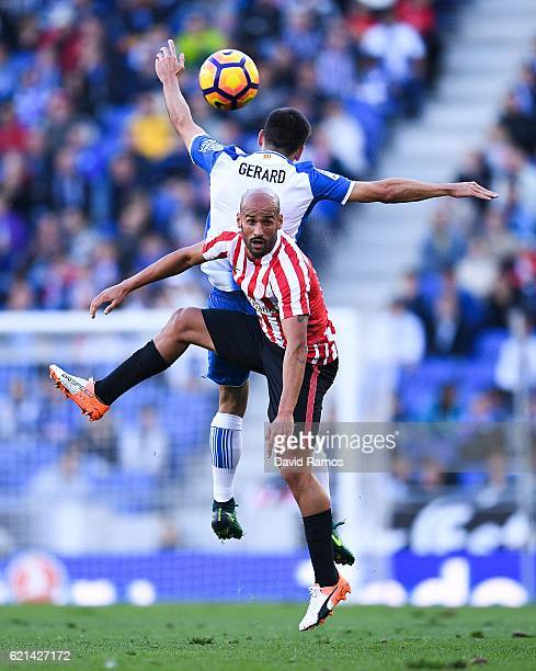 Mikel Rico of Athletic Club competes for a high ball with Gerard Moreno of RCD Espanyol during the La Liga match between RCD Espanyol and Athletic...