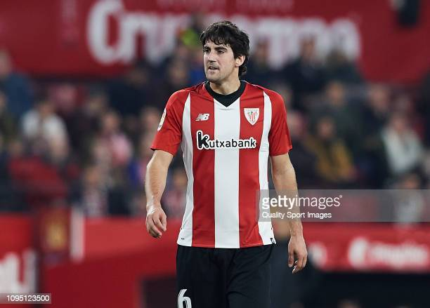 Mikel San Jose of Ahtletic Club de Bilbao looks on during the Copa del Rey Round of 16 match between Sevilla FC and Athletic Club de Bilbao at...