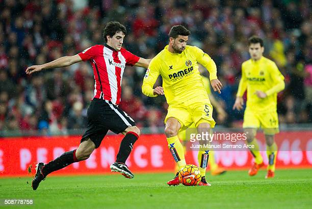Mikel San Jose of Athletic Club Bilbao competes for the ball with Mateo Musacchio of Villarreal CF during the La Liga match between Athletic Club...