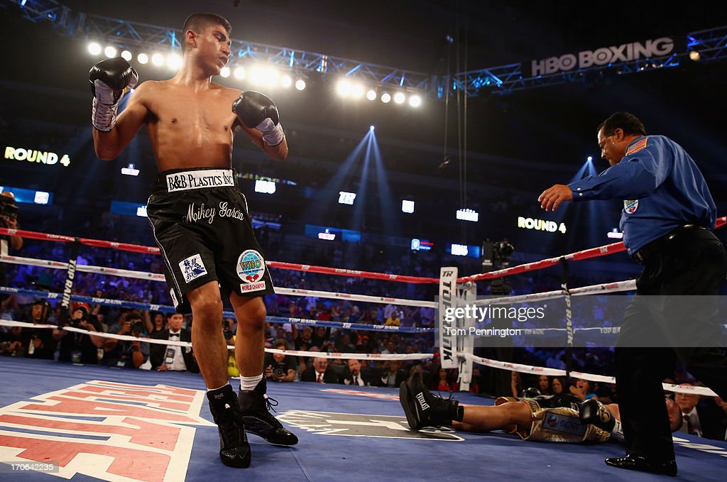 Mikey Garcia vs Juan Manuel Lopez : News Photo