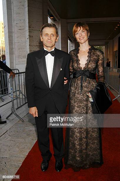 Mikhail Baryshnikov and Lisa Rinehart attend Metropolitan Opera Opening Night Red Carpet Arrivals at Lincoln Center on September 25 2006 in New York...