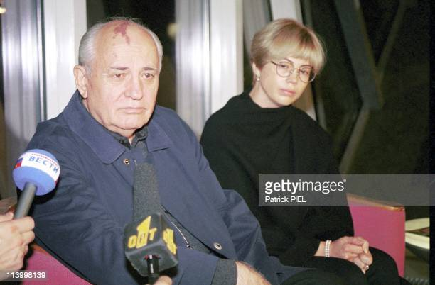 Mikhail Gorbatchev And His Daughter Irina At Munster Airport For The Boarding Of Raissa's Coffin In Munster Germany On September 20 1999