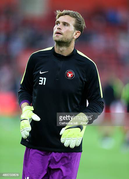 Mikkel Andersen of FC Midtjylland warms up before the UEFA Europa League Play Off Round 1st Leg match between Southampton and FC Midtjylland at St...