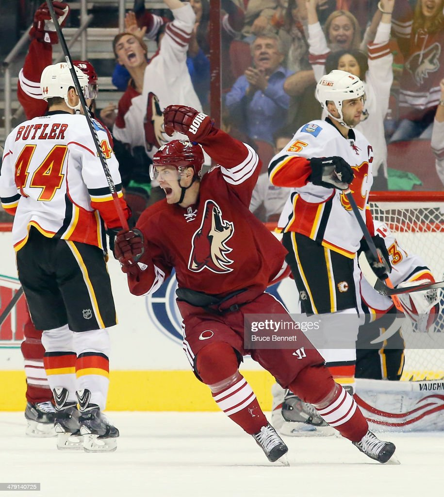 Calgary Flames v Phoenix Coyotes : News Photo