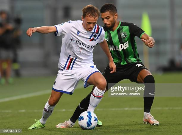Mikkel Damsgaard of UC Sampdoria competes for the ball with Jeremy Toljan of US Sassuolo during the Serie A match between US Sassuolo and UC...
