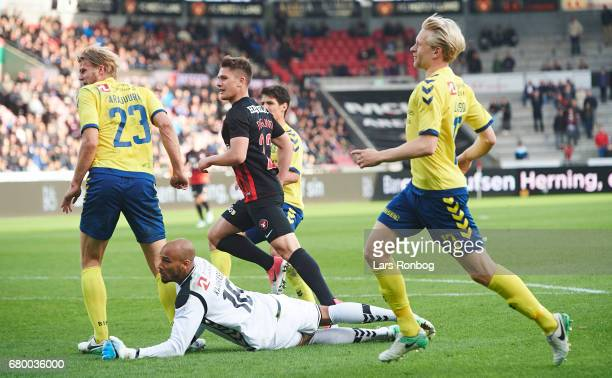 Mikkel Duelund of FC Midtjylland scores the 40 goal against Goalkeeper Adam Kwarasey of Brondby IF during the Danish Alka Superliga match between FC...
