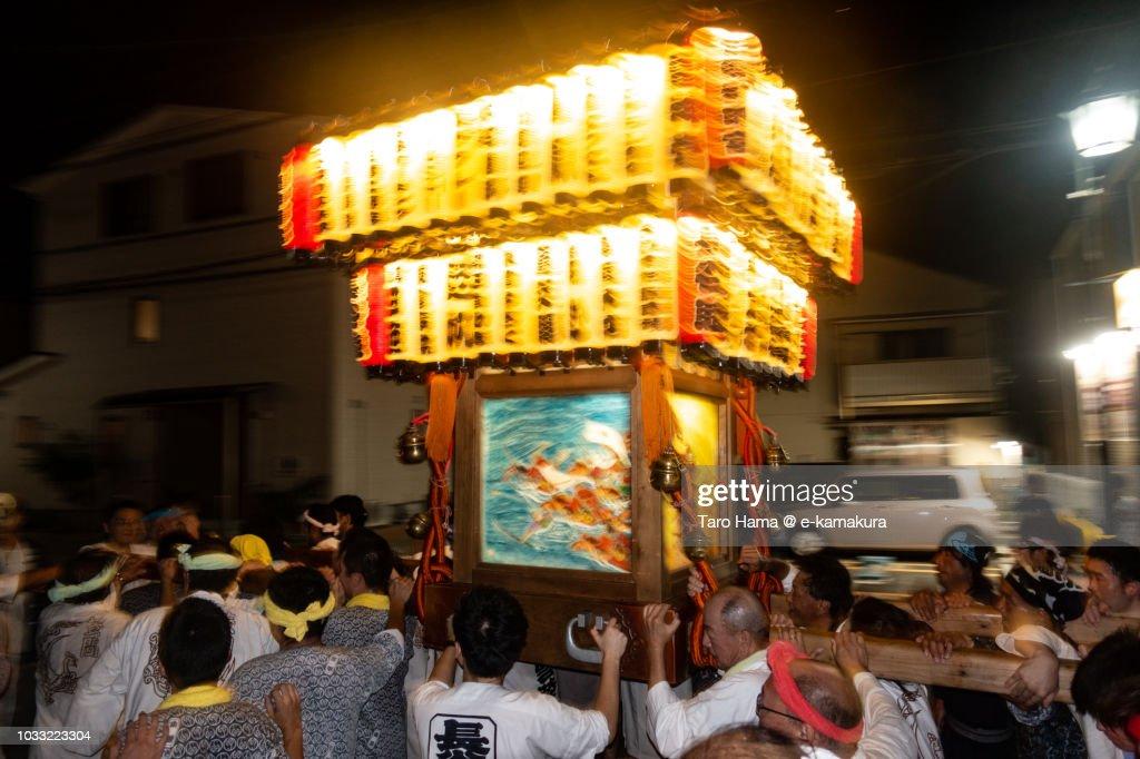 Mikoshi festival in Kamakura in Japan in the night : Foto de stock